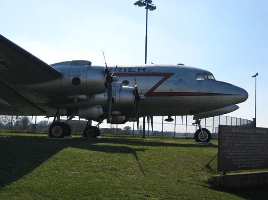 berlin_zentralflughafen_tempelhof_15.jpg